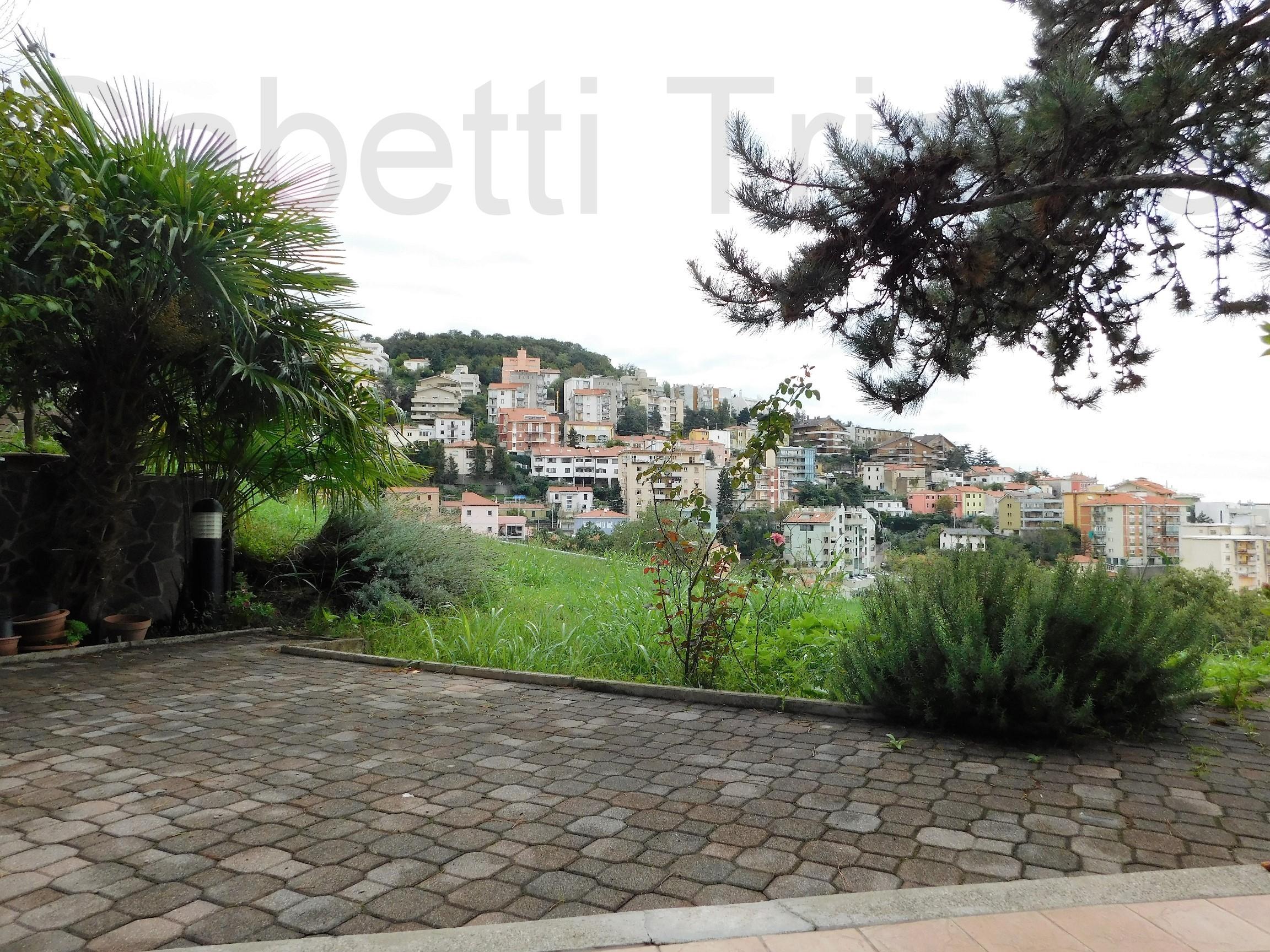 Casette Con Giardino A Trieste.8 Gabetti Trieste Vendita Appartamento Con Giardino Vista Mare E Box Vicolo Delle Rose Giardino Gabetti Trieste