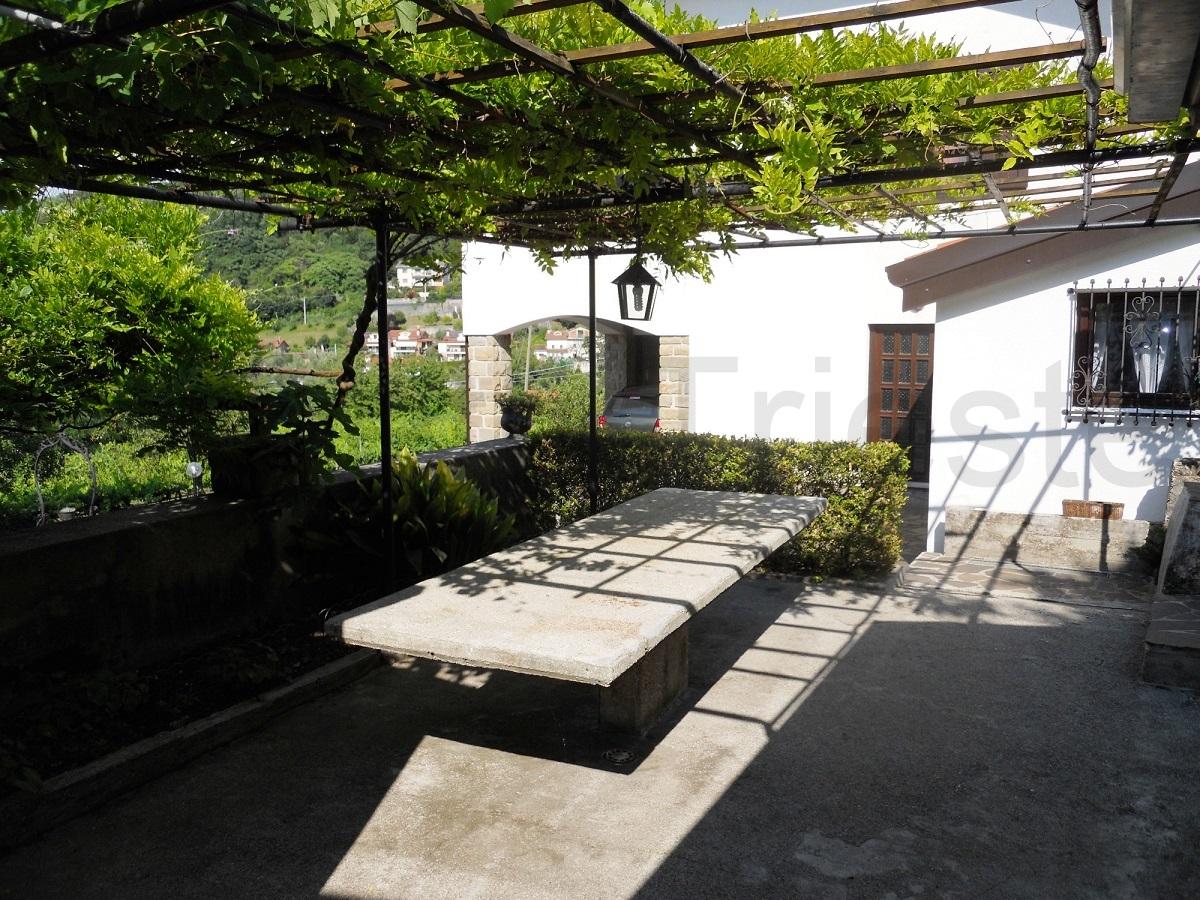 Casette Con Giardino A Trieste.4 Gabetti Trieste Vendita Panoramica Villa Bifamiliare Due Livelli Con Giardino Muggia Via Dei Mulini Casa Gabetti Trieste